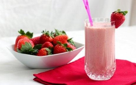 jordgubbssmoothie-till-frukost