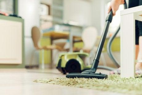 Städa hem och möbler