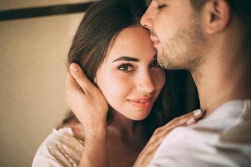 Hur du hittar intimitet utan falskhet
