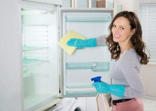 Rengör kylskåpet