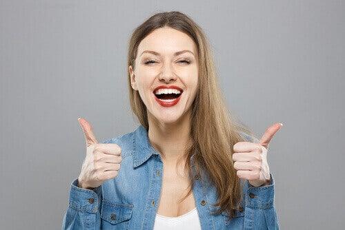 Att vara optimistisk är tendensen att bemöta svårigheter med en bra attityd