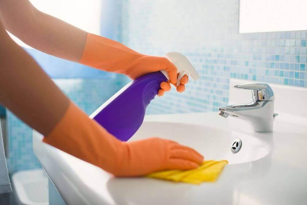 Rengöring av badrum