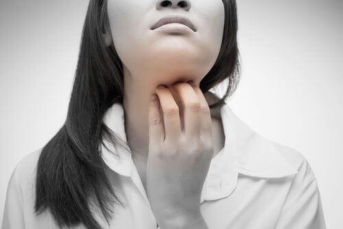 4 naturliga lösningar för en rivig hals