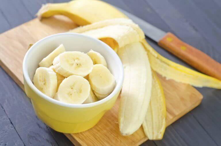 Skivade bananer kan du äta innan sängdags