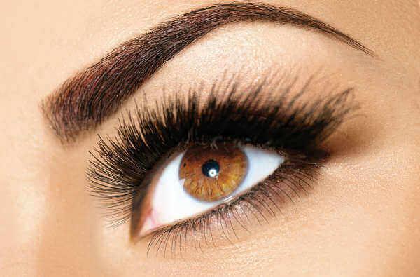 Vaselin hjälper dig få tjockare och längre ögonfransar