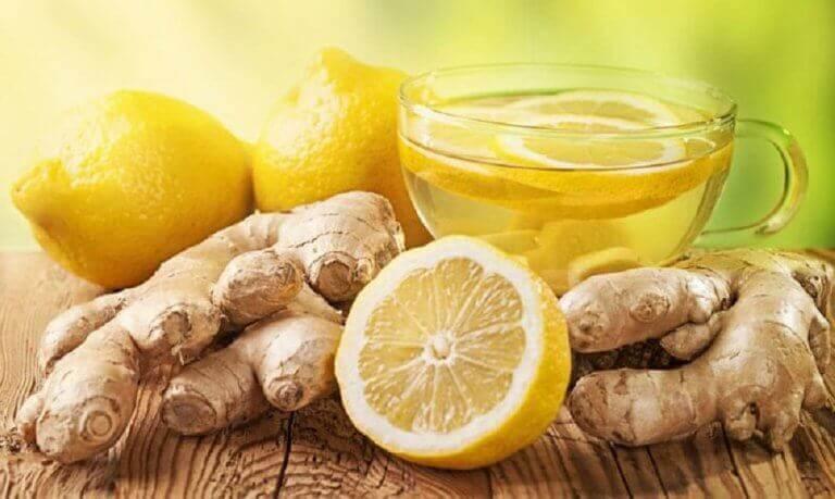 Detoxa-levern-med-te-på-citron-och-ingefära