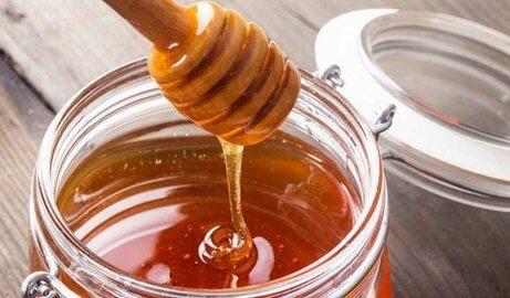 Honung läker spruckna läppar