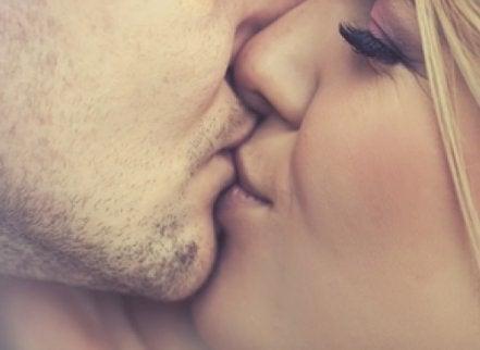 5 vanliga infektioner som överförs via kyssar