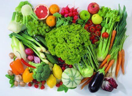 variaton av grönsaker i hög