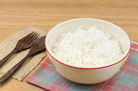 Tillagat ris i skål