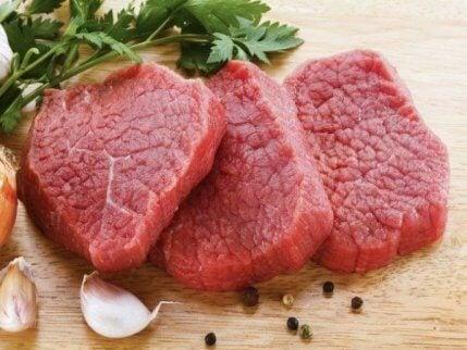 uppskuret rött kött