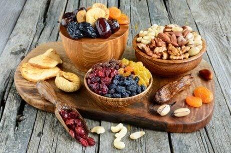 Välj frukt och nötter