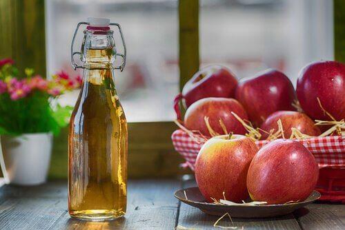 Äpplen och äppelcidervinäger