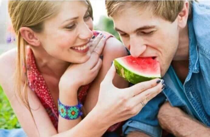 Par med vattenmelon