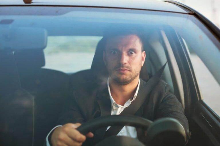 De som är rädda för att köra bil kan uppleva en förlamande känsla