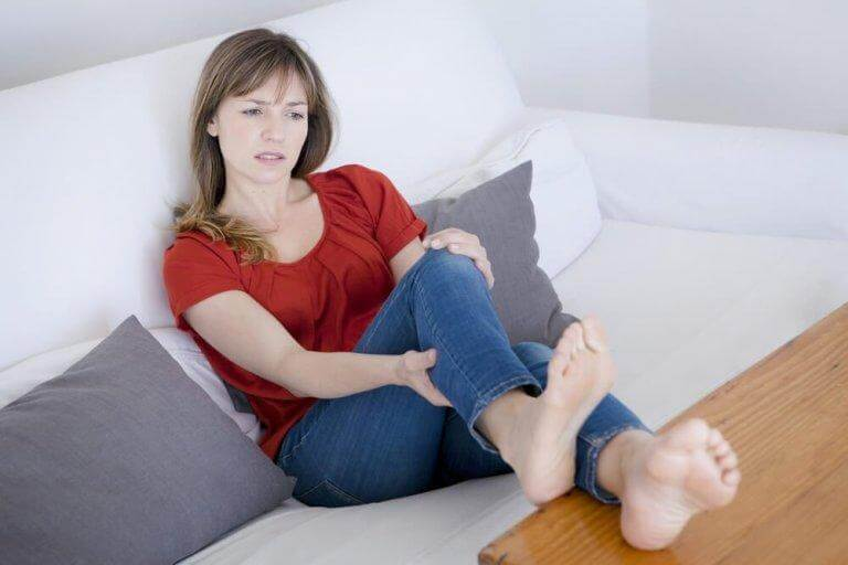 Skarp smärta är ett symptom på blodpropp