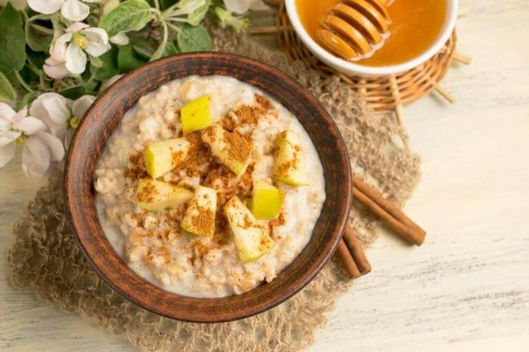 Frukostar med havregryn håller dig mätt länge