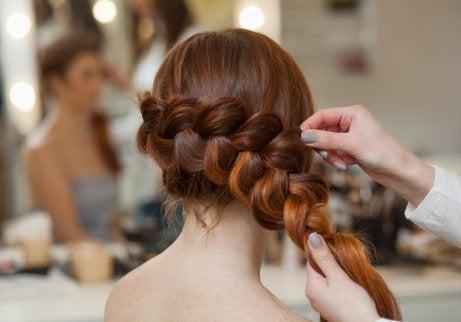 3 enkla och eleganta hårflätor för alla tillfällen