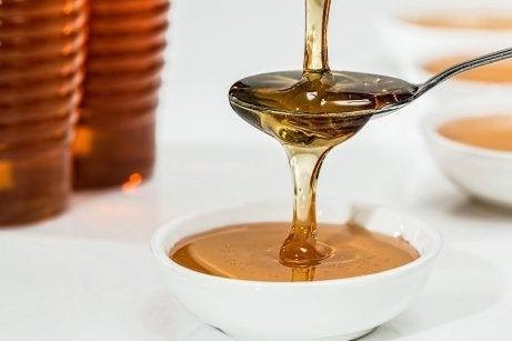Honung verkar exfolierande