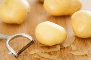 Kasta inte potatisskalet
