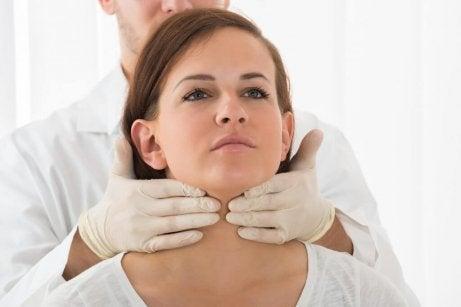 Vad orsakar hypotyreos?