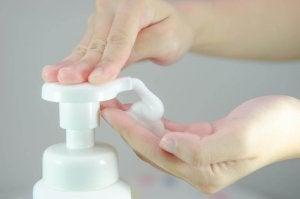 Använd ett sulfatfritt schampoo