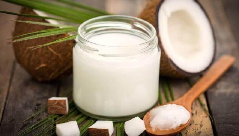 Behandla överdriven svettning med kokosolja