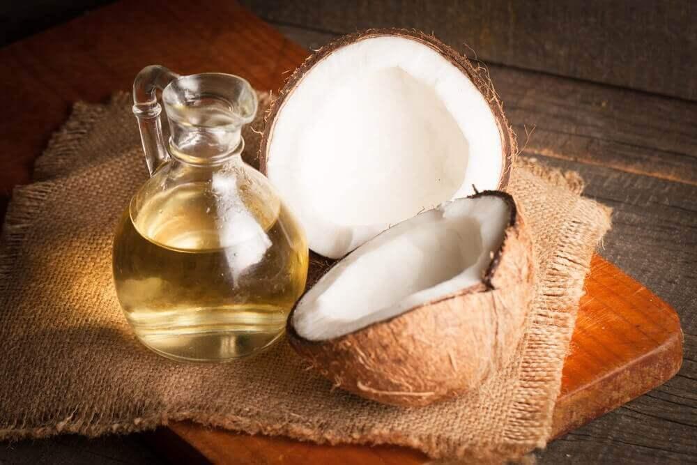 Kokosnötshalvor och olja