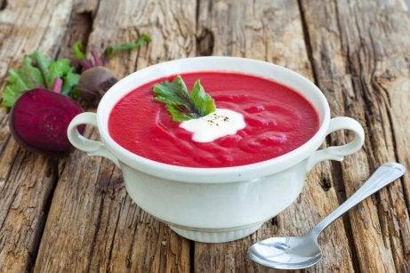 Soppa med rödbetor