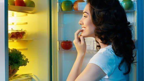 Borsta tänderna för att undvika äta efter middagen