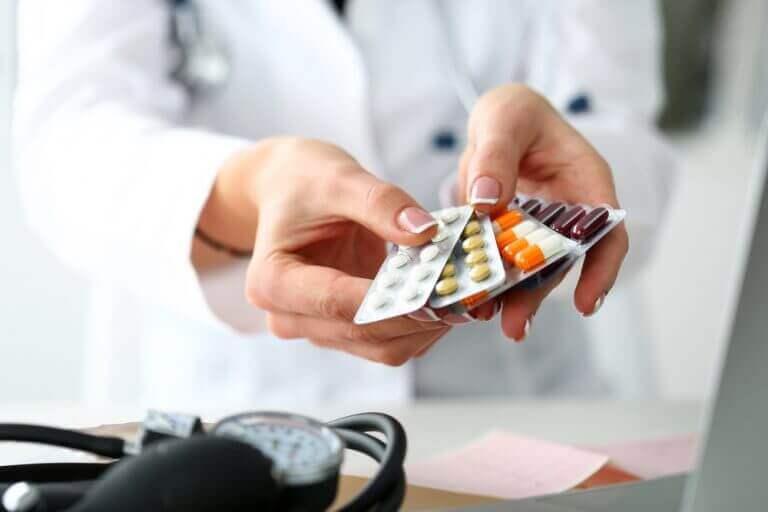 Läkare med piller