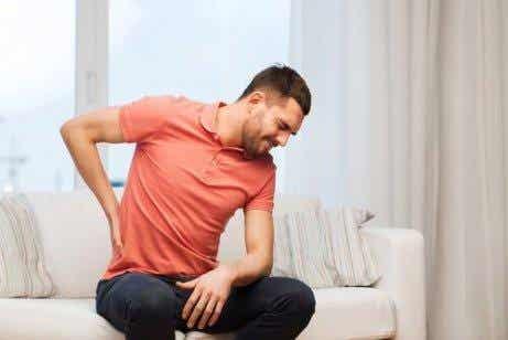 4 anledningar till varför du har ont i ryggen