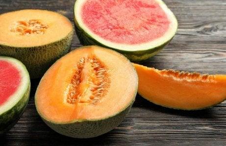 Melon tillsammans med andra livsmedel är en av de vanliga matkombinationer man bör undvika
