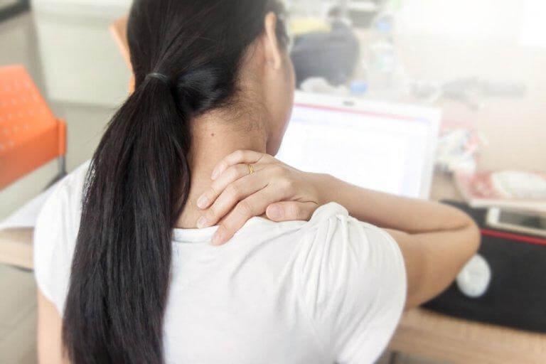 Mycket stillasittande kan leda till ryggont