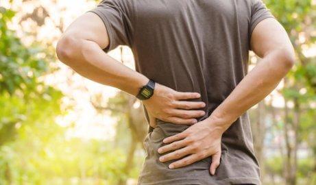 Det kan finnas många orsaker till varför du har ont i ryggen