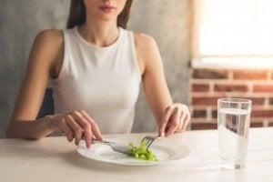 Hoppa inte över måltider om du vill gå ner i vikt