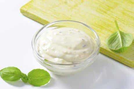 Recept på hemlagade vitlökssåser