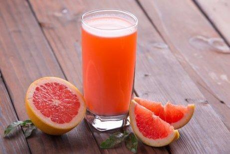 Gör-viktminskningsdrinkar-på-grapefrukt