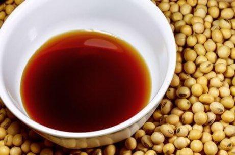 Sojasås med ingefära är ett viktigt tillbehör till kinesiskt stekt ris