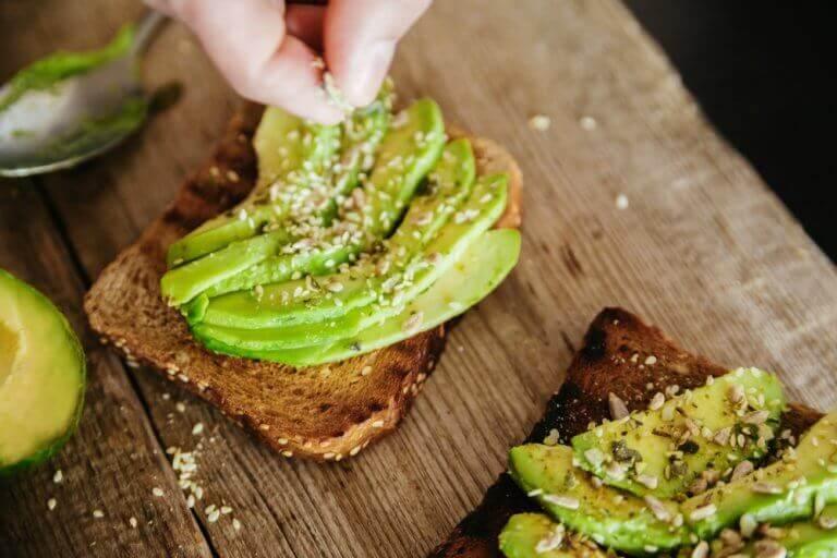 Avokado på bröd