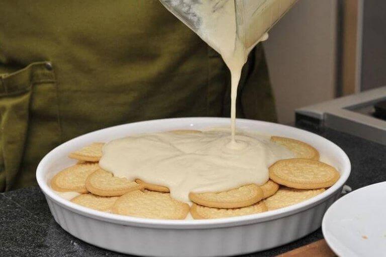 Det sista av citron-mjölksblandningen är tjockare och har mer smak.