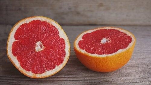 En skivad grapefrukt