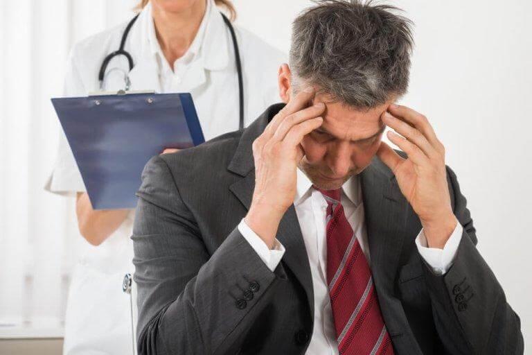 Spänningsmigrän är en av de orsaker till huvudvärk som folk oftast lider av