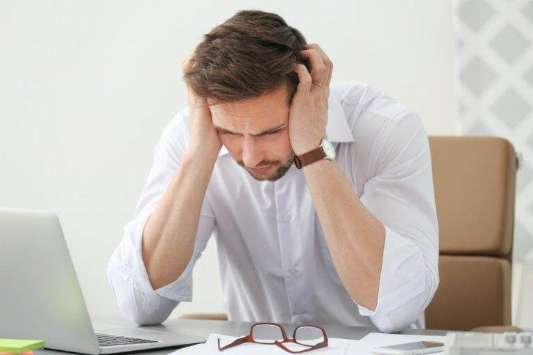 Nacksmärta och huvudvärk kan komma av dålig hållning