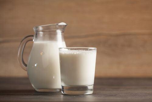 Kärnmjölk i glas