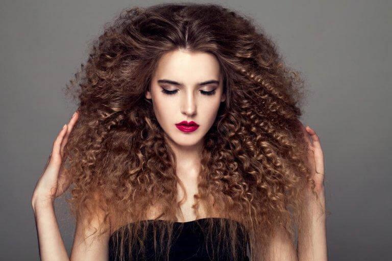 Lockigt hår ger dig fantastiska frisyrer