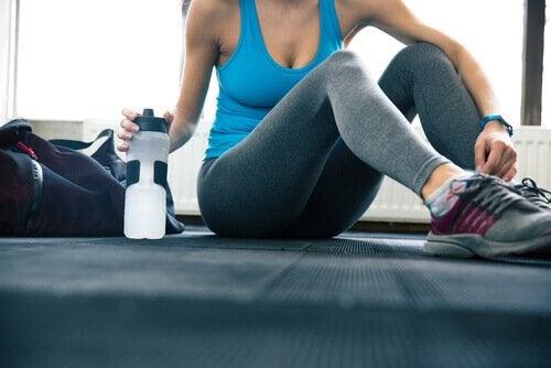 Ta med dig en vattenflaska på gymmet