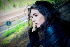 Kvinna som är deprimerad