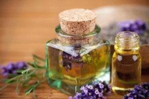 Lavendelolja i flaska