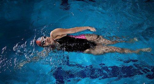 Simning tränar muskelstyrkan